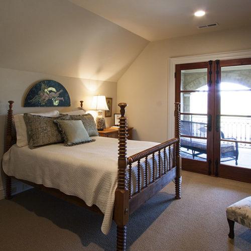 Single Bed Guest Room with Exterior Door