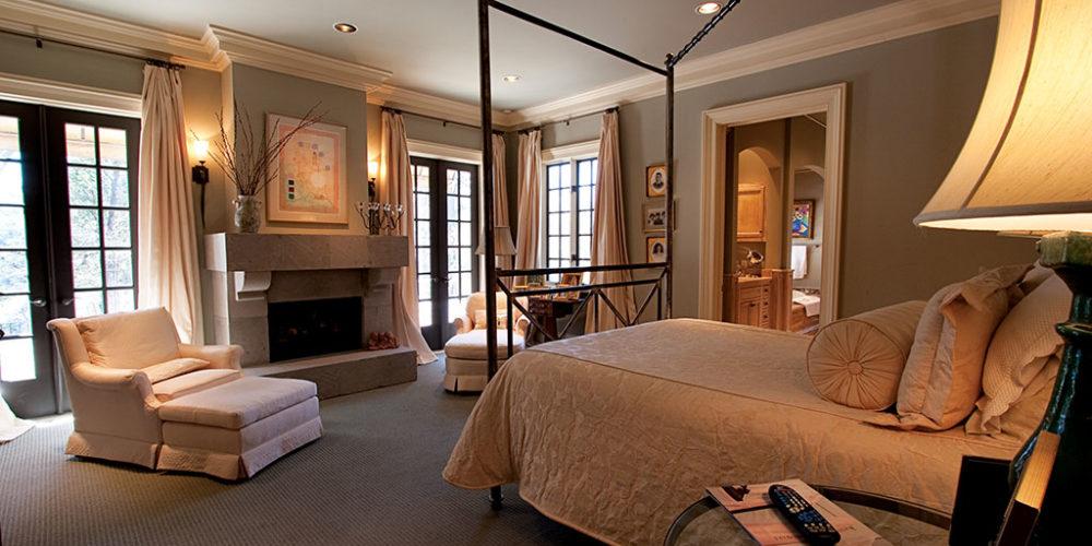Bedroom in Neutral Tones