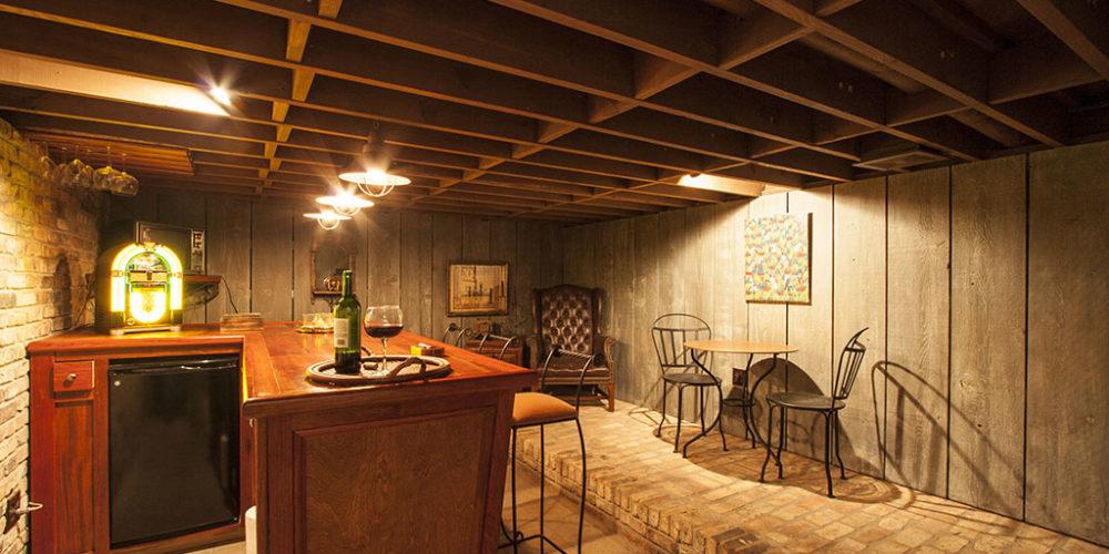 Lounge in Basement